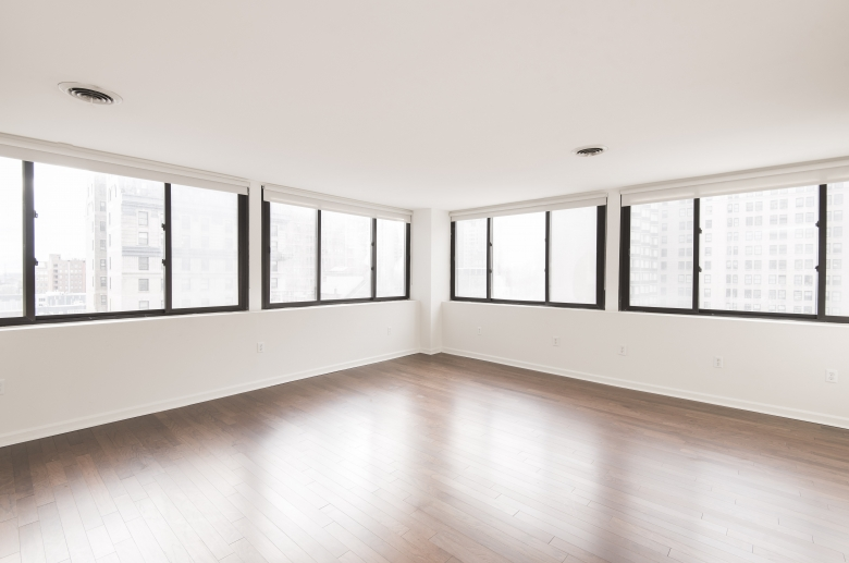Expansive windows with panoramic view to the city