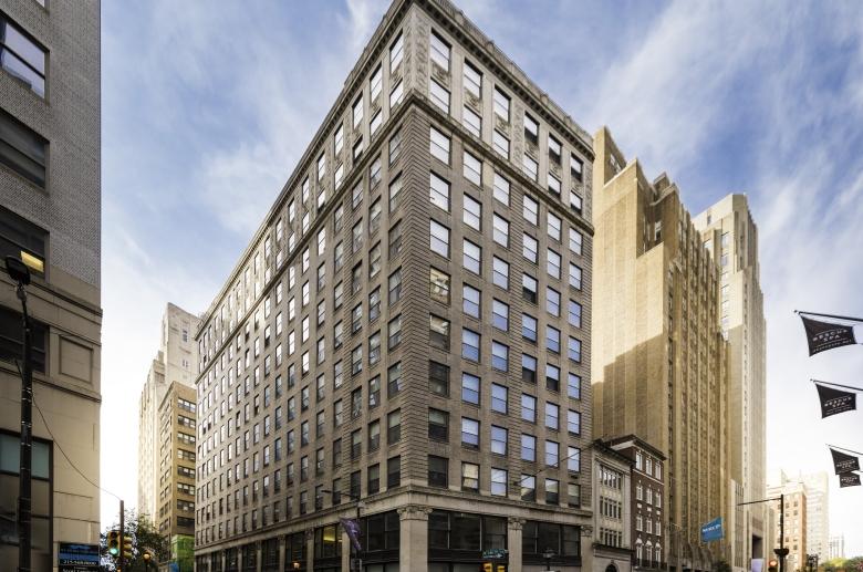 1600 Walnut Street Apartments facade