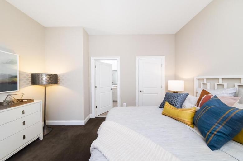 2040 Market bedroom