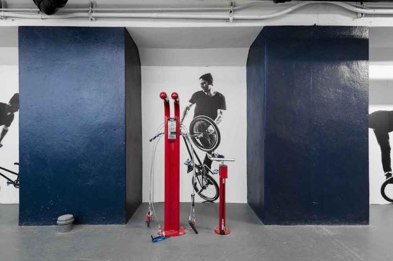 Bike pump station