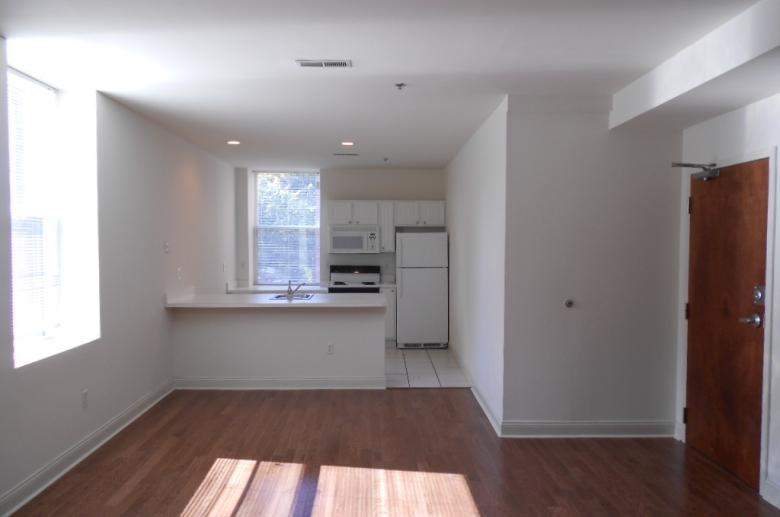 254 College kitchen/DR