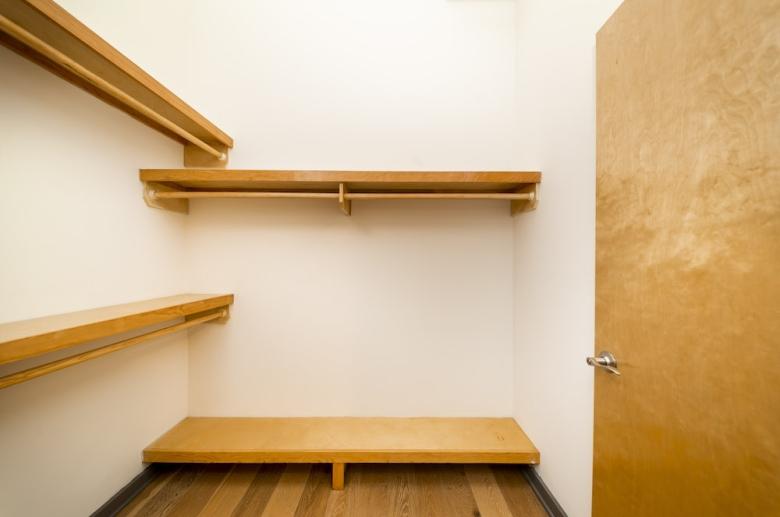 Plant 1 ample closet space