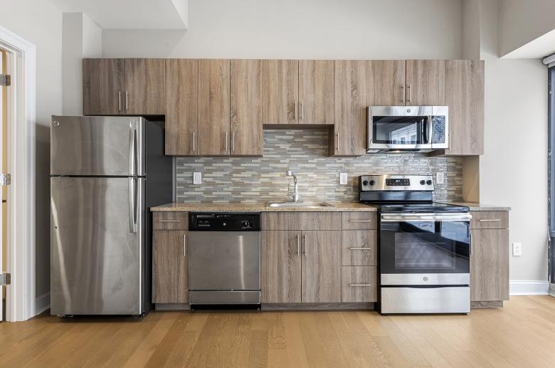 Kitchen featuring modern splashback