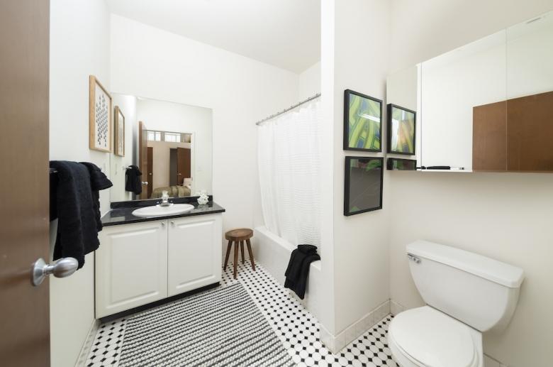 2121 Market bathroom