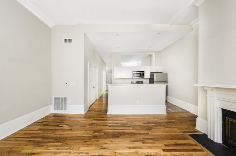 924 Pine Street kitchen and dining space