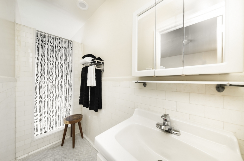 Adelphia House bathroom