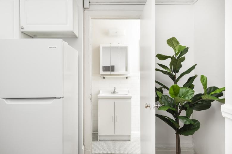 Adelphia House kitchen leading to bathroom