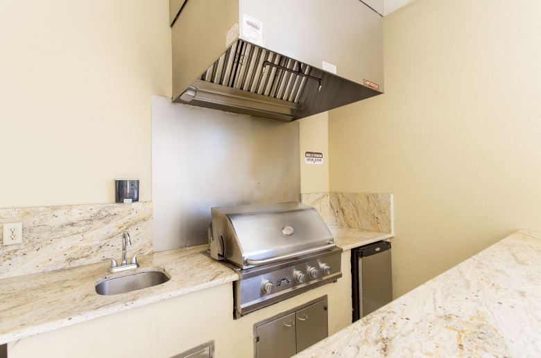 Entertaining area with built-in grill